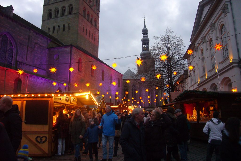 Sternenmeer beim Weihnachtsmarkt